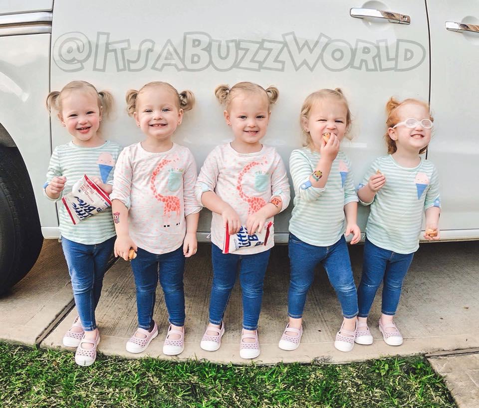World Of Buzz: Vrolijke Vijfling Heeft Meer Dan 400.000 Abonnees Op